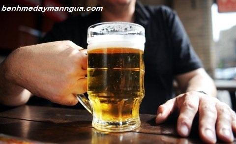 Nổi mẩn ngứa khi uống bia rượu