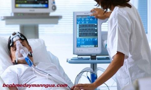 Bệnh mề đay có thể gây biến chứng suy hô hấp nguy hiểm