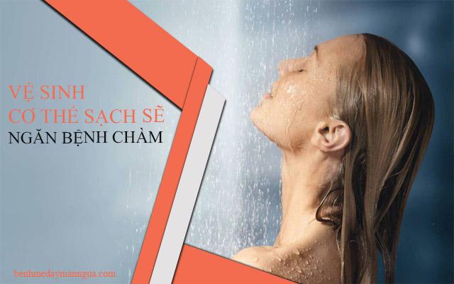 Tắm rửa thường xuyên sẽ giúp cho bạn tránh được nguy cơ mắc bệnh chàm