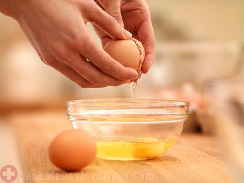 Mẹo trị dị ứng da mặt bằng lòng trắng trứng gà ai cũng bất ngờ