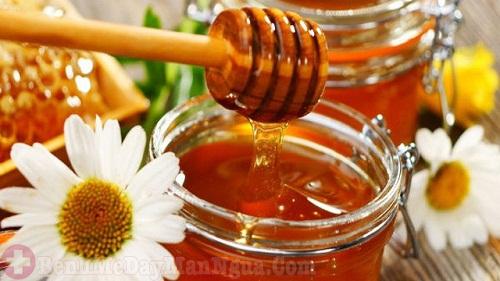 Bất ngờ cách trị dị ứng da mặt bằng mật ong tại nhà