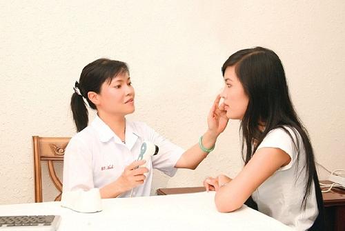 Khi bị phát ban nhưng không sốt ở người lớn phải làm sao