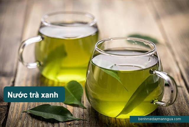 nước trà xanh chữa dị ứng thời tiết