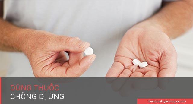 sử dụng các loại thuốc chống dị ứng giảm ngứa