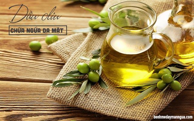 chữa ngứa da mặt bằng dầu oliu
