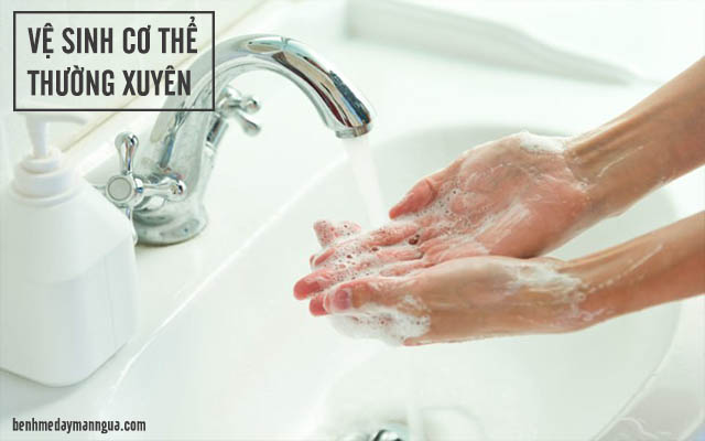 phòng ngừa hắc lào bằng cách vệ sinh cơ thể thường xuyên