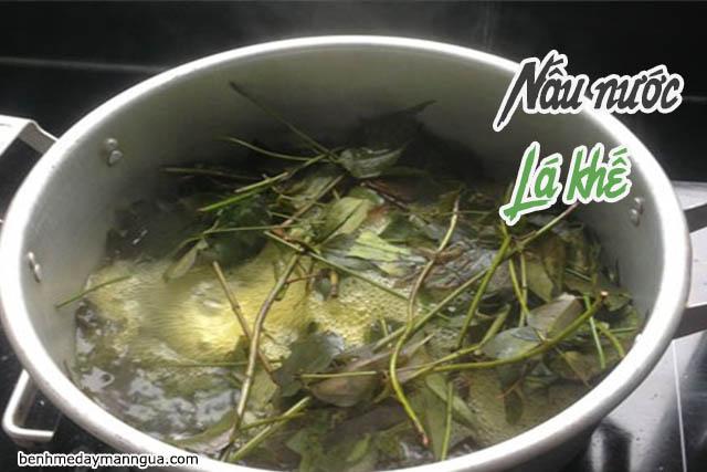 nấu nước lá khế trị rôm sảy