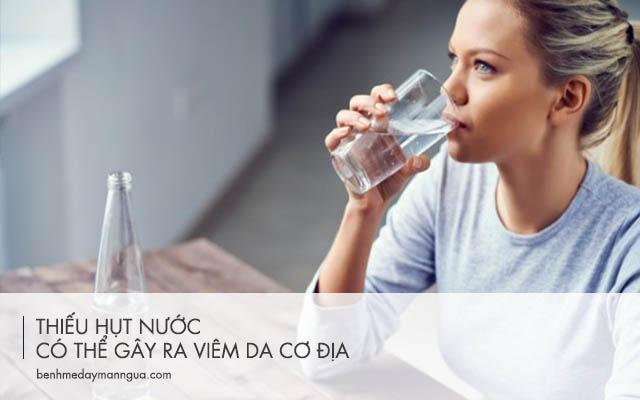 thiếu hụt nước có thể gây ra viêm da cơ địa