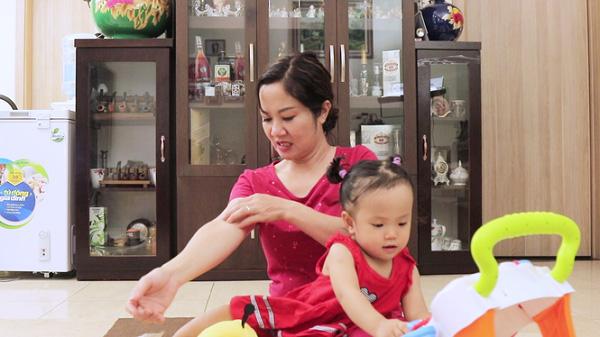 Diễn viên Nguyệt Hằng và con đã đánh bay bệnh mề đay mẩn ngứa nhờ bài thuốc gia truyền Đỗ Minh
